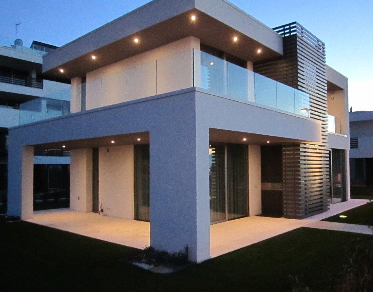 Villa d soleis for residence ville appartamenti for Ville moderne con vetrate